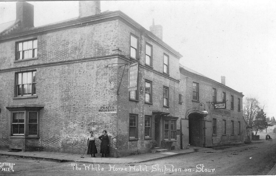 The White Horse Hotel, Shipston on Stour.  1930s |  IMAGE LOCATION: (Warwickshire County Record Office)