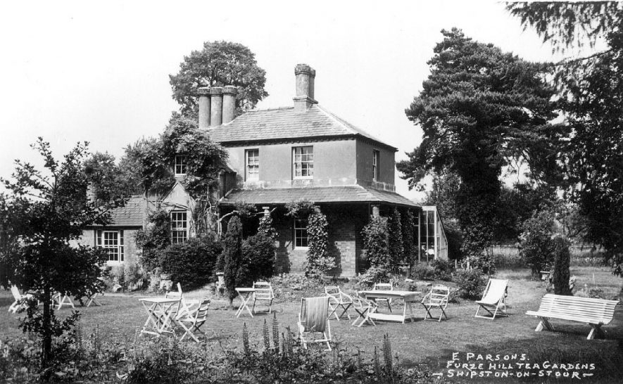 Furze Hill Tea Gardens, Shipston on Stour.  1930s |  IMAGE LOCATION: (Warwickshire County Record Office)