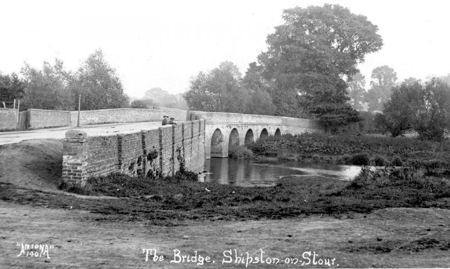 Road bridge over River Stour, Shipston on Stour.  Two boys looking over side.  1920s |  IMAGE LOCATION: (Warwickshire County Record Office)
