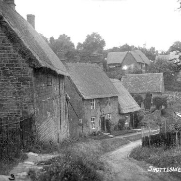 Shotteswell.  Thatched cottages