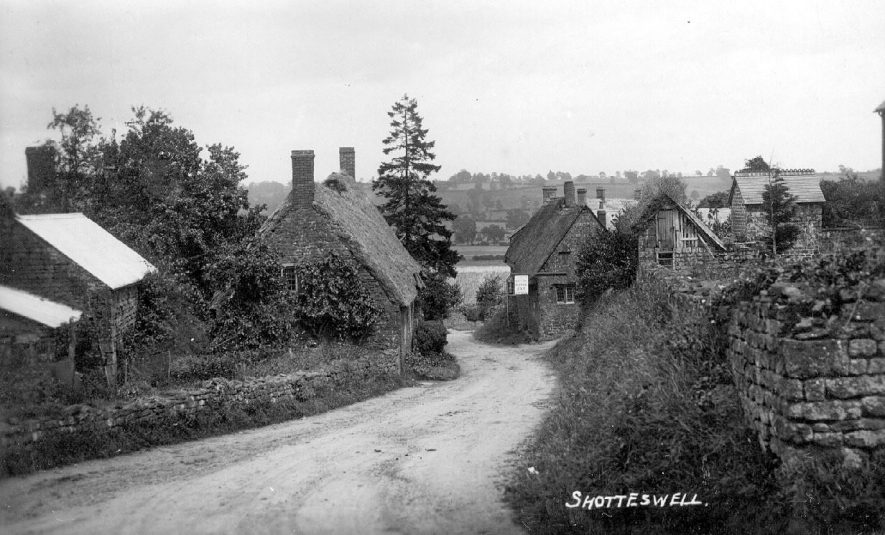 Village street, Shotteswell.  1910s |  IMAGE LOCATION: (Warwickshire County Record Office)