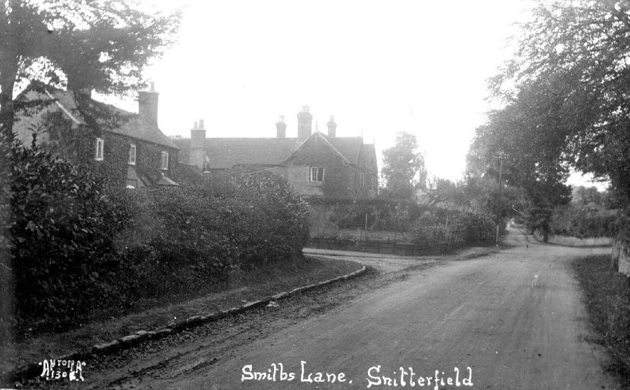 Smiths Lane, Snitterfield.  1920s |  IMAGE LOCATION: (Warwickshire County Record Office)