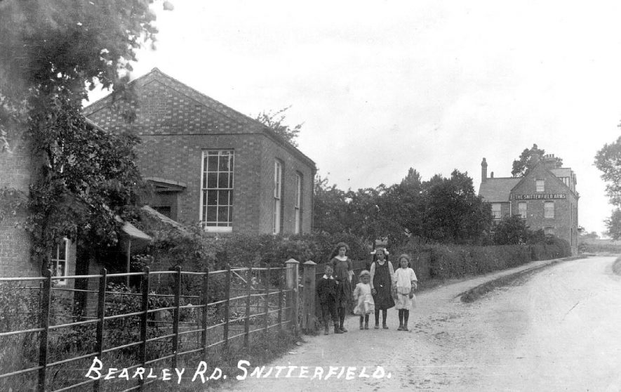 Bearley Road,  Snitterfield.  1920s    IMAGE LOCATION: (Warwickshire County Record Office)