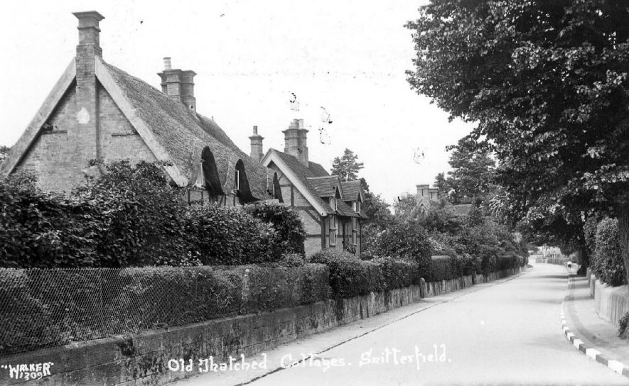 Thatched cottages at Snitterfield.  1930s |  IMAGE LOCATION: (Warwickshire County Record Office)