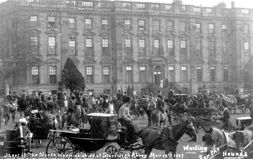 Outside Stoneleigh Abbey.  Meet of North Warwickshire Hunt, with riders, horses and carriages waiting for the hounds to arrive.  1900s |  IMAGE LOCATION: (Warwickshire County Record Office)