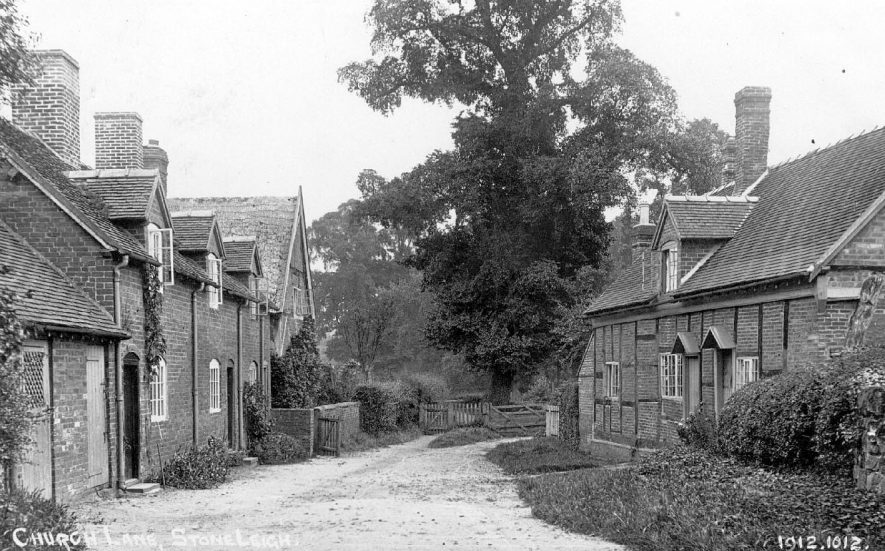 Cottages, one timber-framed in Church Lane, Stoneleigh.  1910s |  IMAGE LOCATION: (Warwickshire County Record Office)