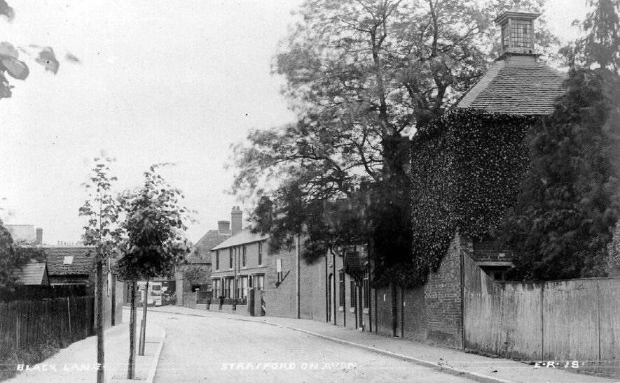 Back Lane, now Grove Road, Stratford upon Avon.  1910s |  IMAGE LOCATION: (Warwickshire County Record Office)