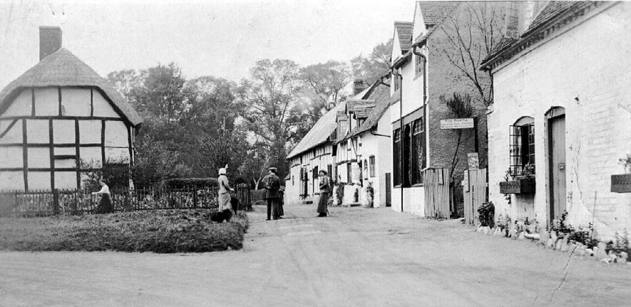 Shottery village street.  1910s |  IMAGE LOCATION: (Warwickshire County Record Office)