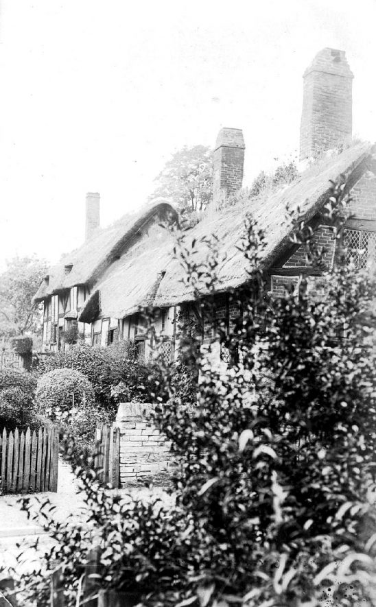 Anne Hathaway's cottage, Shottery. 1910s |  IMAGE LOCATION: (Warwickshire County Record Office)