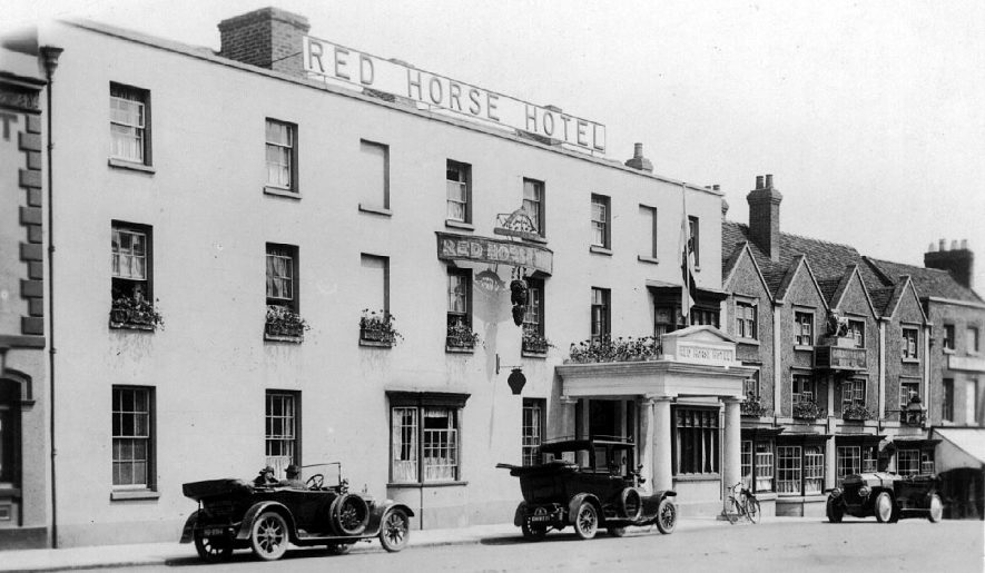 The Red Horse Hotel, Bridge Street, Stratford upon Avon.  1910s |  IMAGE LOCATION: (Warwickshire County Record Office)