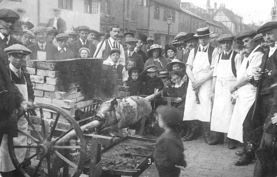 A pig-roast in Stratford.  1900s |  IMAGE LOCATION: (Warwickshire County Record Office)