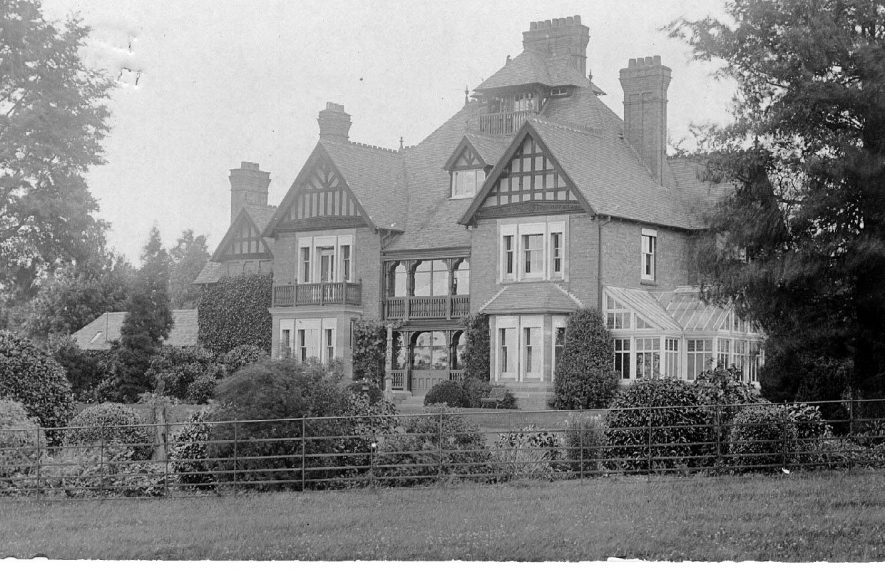 Avenue House, Bishopton, Stratford upon Avon.  1900s    IMAGE LOCATION: (Warwickshire County Record Office)