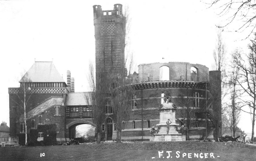 Shakespeare Memorial Theatre fire, Stratford upon Avon.  1926    IMAGE LOCATION: (Warwickshire County Record Office)