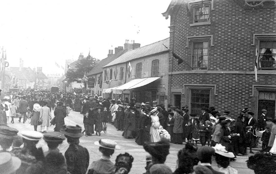 Crowds of people in Church Street, Stratford.  Reason not known.  1900s |  IMAGE LOCATION: (Warwickshire County Record Office)