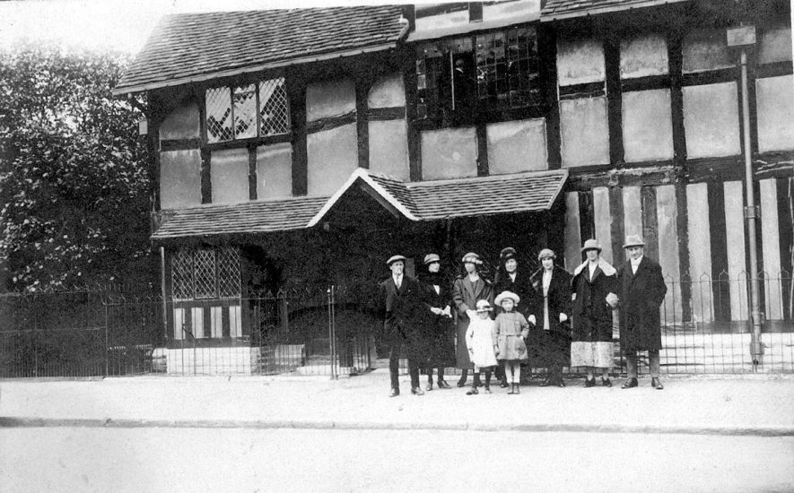 A group of people outside Shakespeare's birthplace including Henry Edwards, an old time film star, Stratford upon Avon.  1920s |  IMAGE LOCATION: (Warwickshire County Record Office)