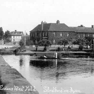 Stratford upon Avon.  Swans Nest Hotel