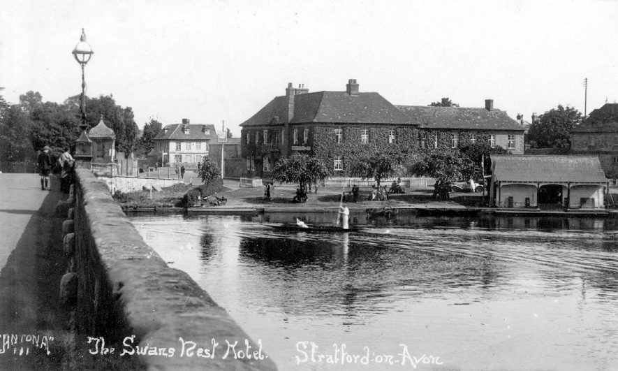 Swans Nest Hotel, Stratford upon Avon by the side of the River Avon.  1920s |  IMAGE LOCATION: (Warwickshire County Record Office)