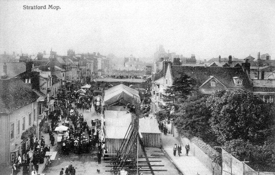 Stratford upon Avon mop in Bridge Street.  1910s |  IMAGE LOCATION: (Warwickshire County Record Office)