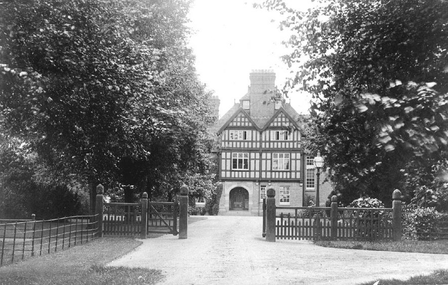 The Avenue House, Bishopton, Stratford upon Avon.  1900s |  IMAGE LOCATION: (Warwickshire County Record Office)