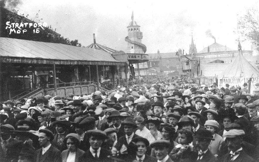 Stratford upon Avon Mop showing crowds of people.  1910s |  IMAGE LOCATION: (Warwickshire County Record Office)