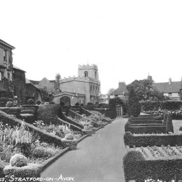 Stratford upon Avon.  Newplace Gardens