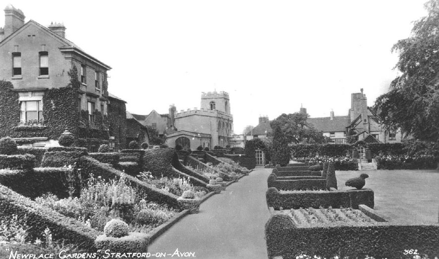 New Place Gardens, Stratford upon Avon.  1940s |  IMAGE LOCATION: (Warwickshire County Record Office)