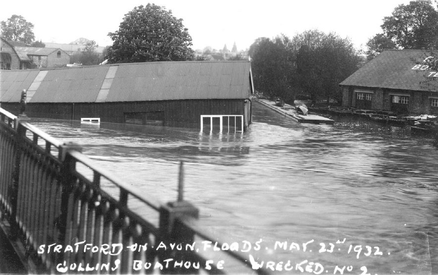 The destruction of Collins boathouse, Stratford upon Avon.  1932    IMAGE LOCATION: (Warwickshire County Record Office)
