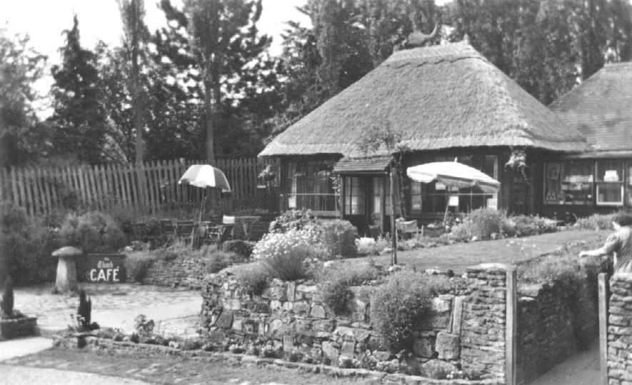 Thatches tea rooms, Shottery.  1950s |  IMAGE LOCATION: (Warwickshire County Record Office)