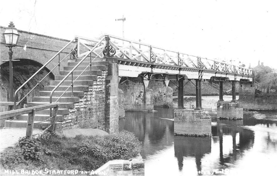 The Mill Bridge, Stratford upon Avon.  1900s |  IMAGE LOCATION: (Warwickshire County Record Office)
