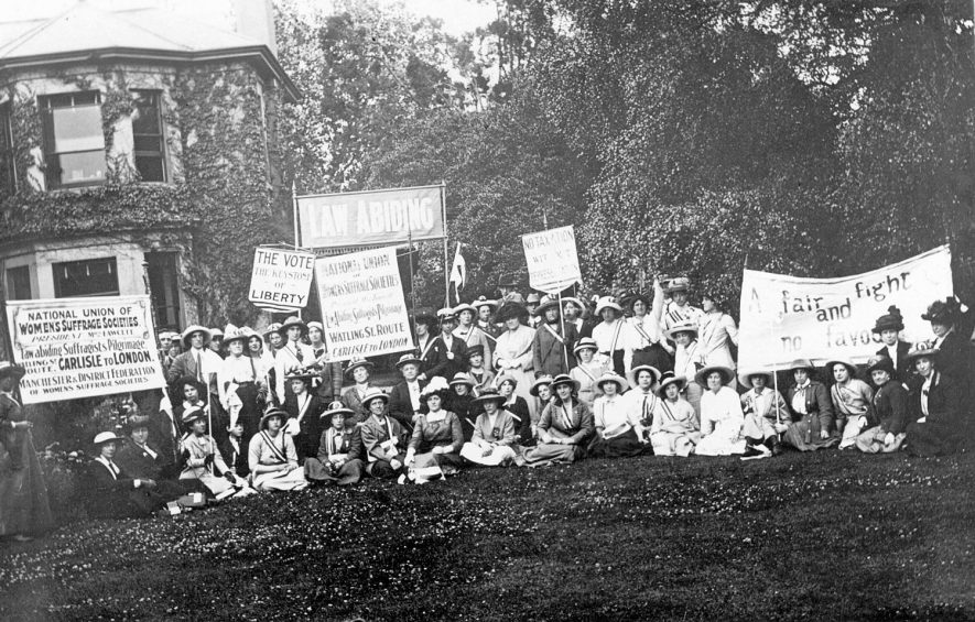 A group of suffragettes in Stratford upon Avon during their journey from Carlisle to London.  1913 |  IMAGE LOCATION: (Warwickshire County Record Office)