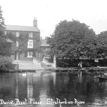 Stratford upon Avon.  Davis' Boat Place