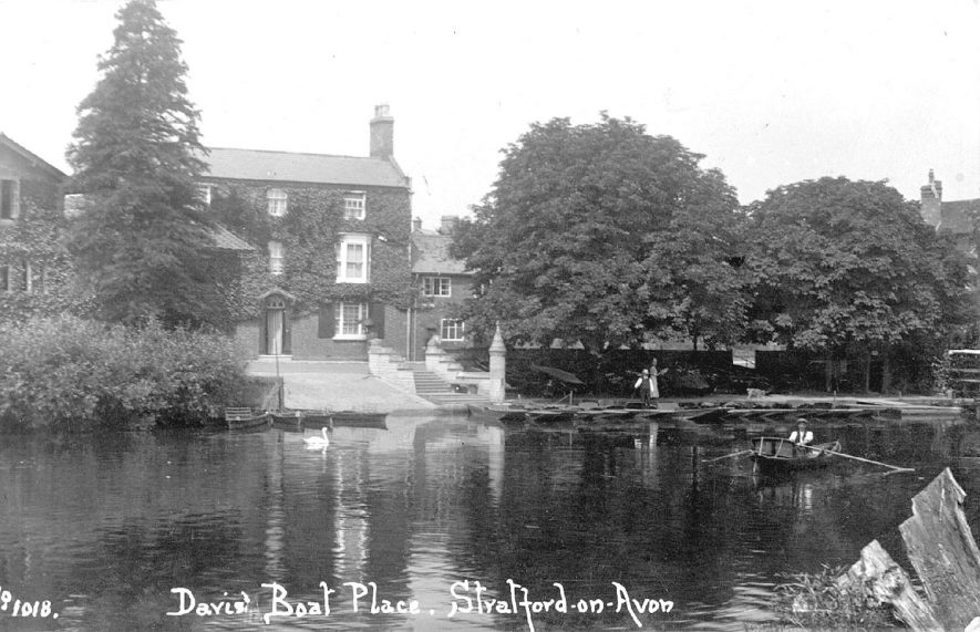 Davis' Boat Place on the River Avon, Stratford upon Avon.  1910s |  IMAGE LOCATION: (Warwickshire County Record Office)