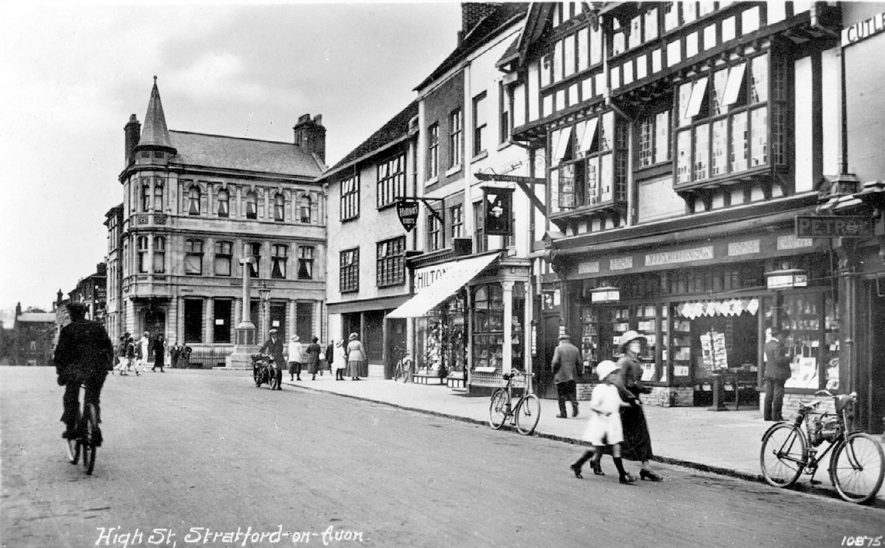 People and shops in High Street, Stratford upon Avon.  1920s |  IMAGE LOCATION: (Warwickshire County Record Office)