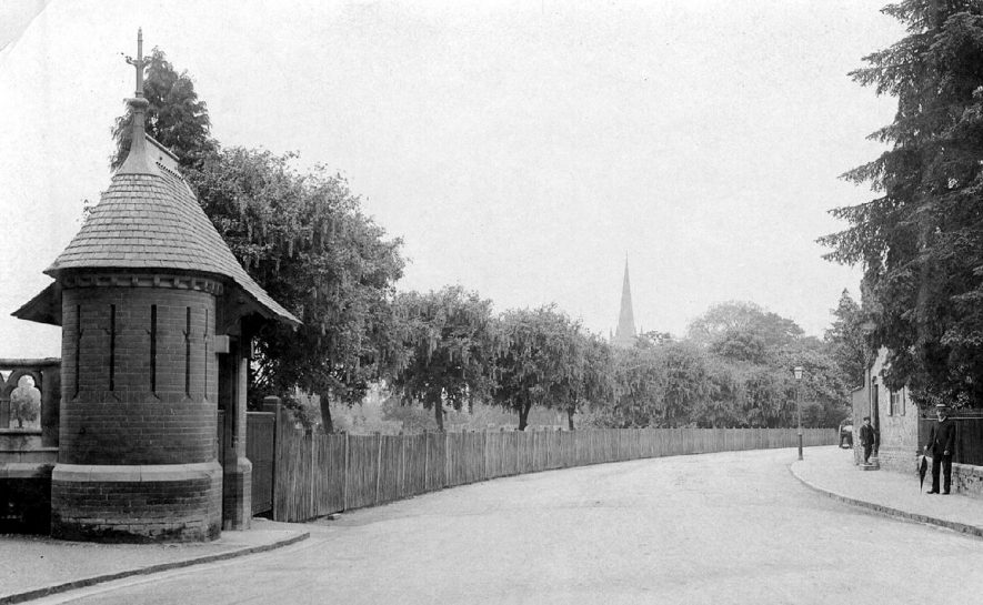 The Avenue, Waterside, Stratford upon Avon, with small building, possibly lodge or gatehouse.  1900s |  IMAGE LOCATION: (Warwickshire County Record Office)