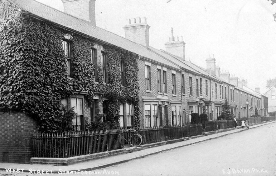 Row of terraced houses in West Street, Stratford upon Avon.  1900s |  IMAGE LOCATION: (Warwickshire County Record Office)