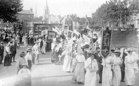 Suffragette march passing through Stratford upon Avon, possibly en route for London. ? July 16th 1913 |  IMAGE LOCATION: (Warwickshire County Record Office)