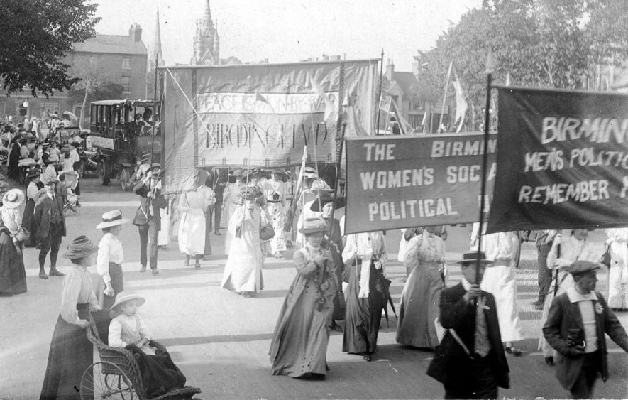 Suffragette march passing through Stratford upon Avon possibly en route for London. ? July 16th 1913 |  IMAGE LOCATION: (Warwickshire County Record Office)