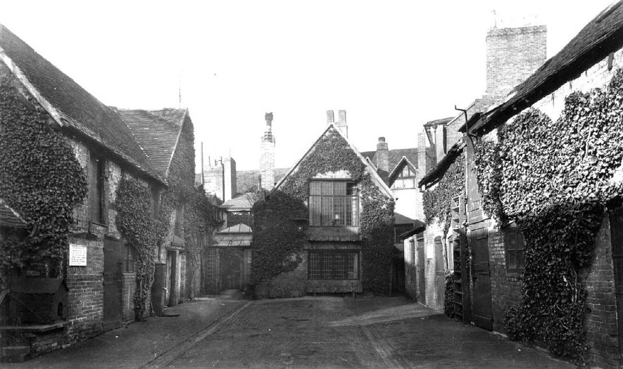 Shakespeare Hotel courtyard, Chapel Street, Stratford upon Avon.  1938 |  IMAGE LOCATION: (Warwickshire County Record Office)