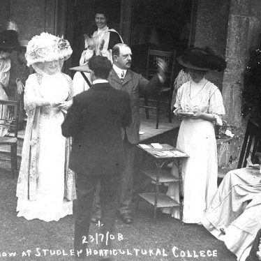 Studley.  Horticultural College for Women, flower show
