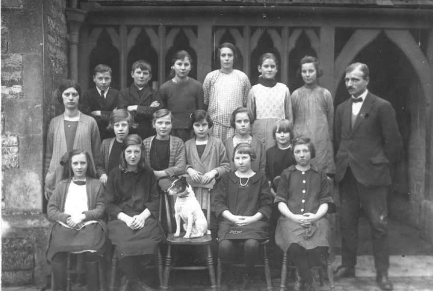 Long Itchington, class photo with a dog in the centre.  c.1930 |  IMAGE LOCATION: (Warwickshire County Record Office) IMAGE DATE: (c.1930)