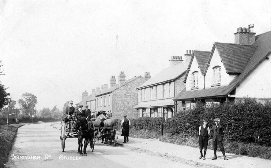 Birmingham Road with horses and carts, Studley.  1900s |  IMAGE LOCATION: (Warwickshire County Record Office)
