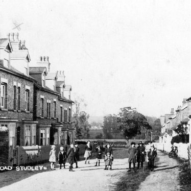 Studley.  Manor Park Road