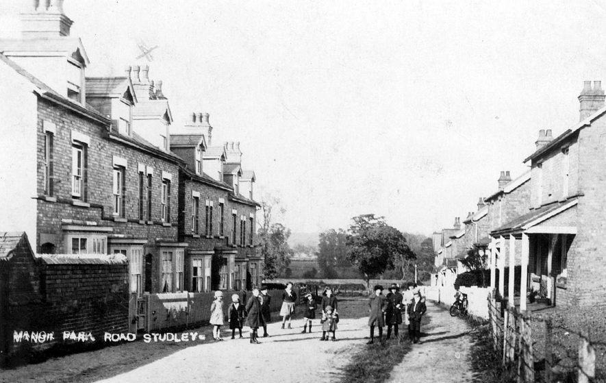 Manor Park Road, Studley.  1920s |  IMAGE LOCATION: (Warwickshire County Record Office)