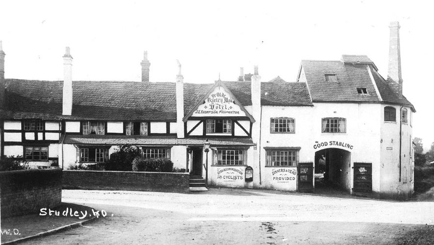 The Olde Barley Mow Hotel, Studley.  1900s |  IMAGE LOCATION: (Warwickshire County Record Office)