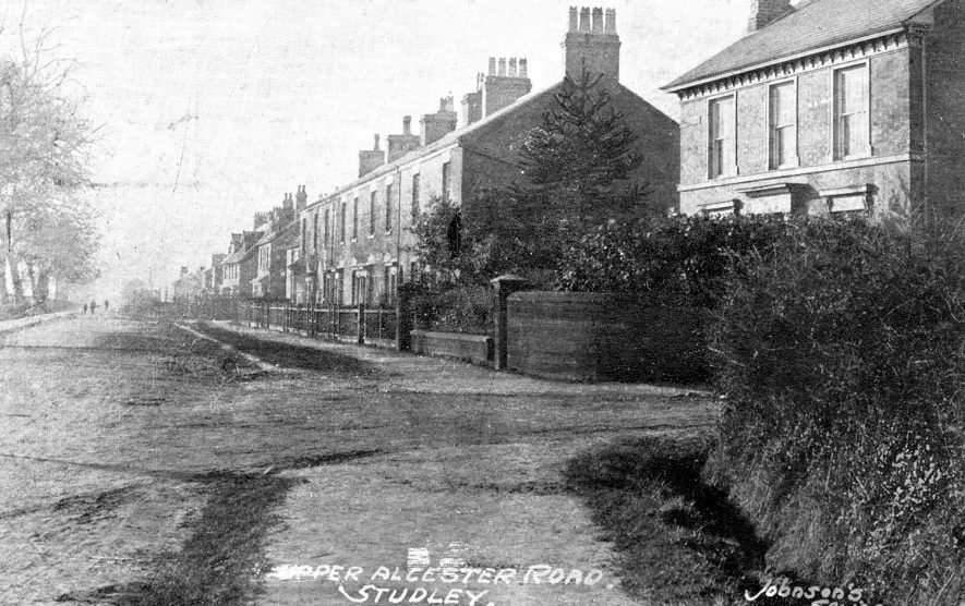 Upper Alcester Road, showing detached and terraced houses, Studley.  1900s [The detached house to the right was origonally known as East View and later renamed Red Gates] |  IMAGE LOCATION: (Warwickshire County Record Office)