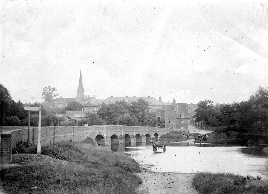 Old road bridge with adjoining ford, Coleshill.  1900s    IMAGE LOCATION: (Coleshill Library)