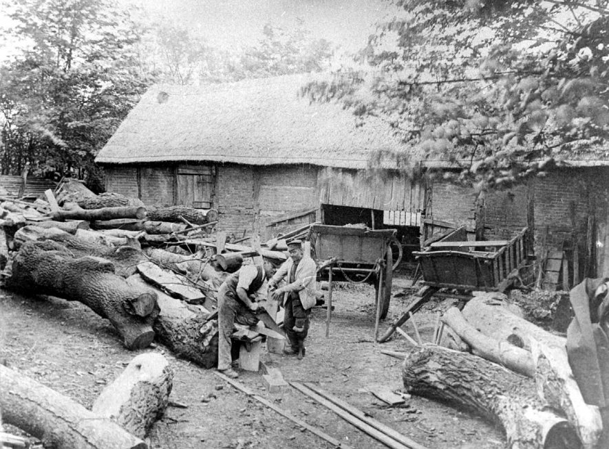 Thatched barn and carts.  Woodcutters sawing tree trunks.  Curdworth.  1895 |  IMAGE LOCATION: (Coleshill Library)
