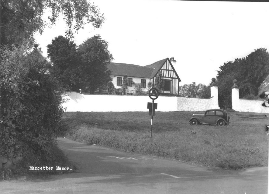 Mancetter Manor with car standing in front.  1930s |  IMAGE LOCATION: (Atherstone Library)