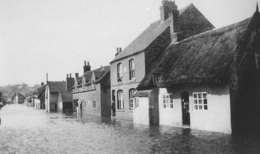 Flooding in Bridge Street, Polesworth.  1910s |  IMAGE LOCATION: (Atherstone Library)