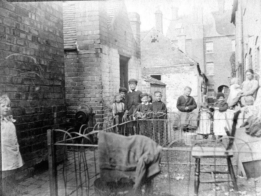 Women and children in Collin's Yard, Atherstone.  1900s |  IMAGE LOCATION: (Warwickshire County Record Office)